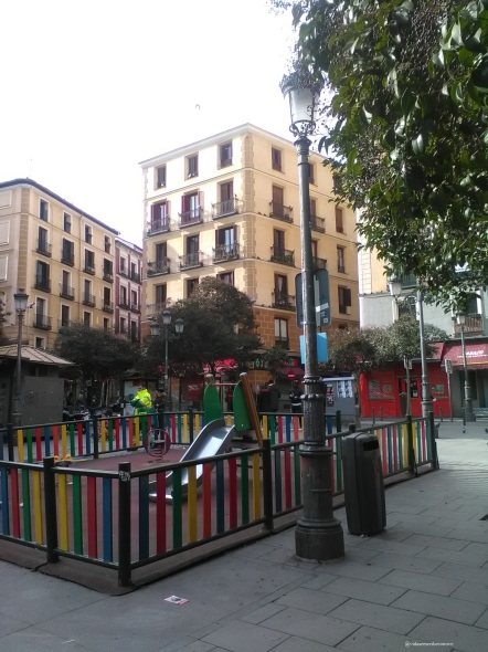 columpios plaza lavapiés.jpg